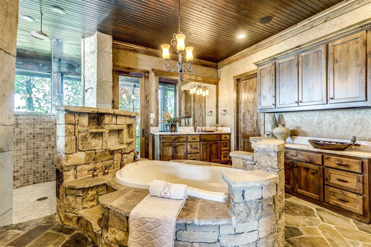 Luxury real estate Crown Jewel of Cedar Creek Lake