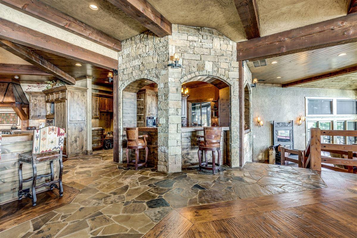 Crown Jewel of Cedar Creek Lake luxury properties