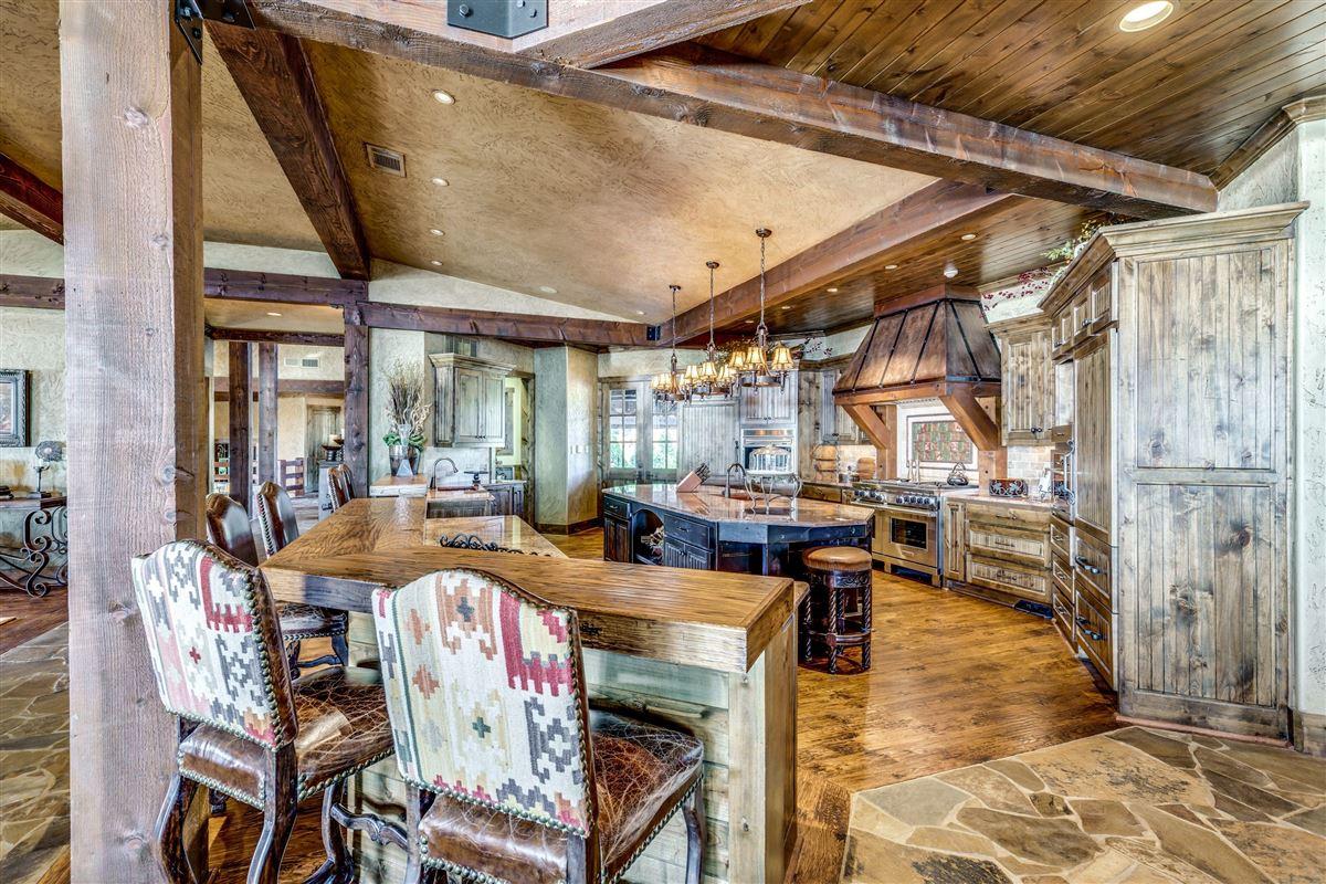 Luxury homes in Crown Jewel of Cedar Creek Lake