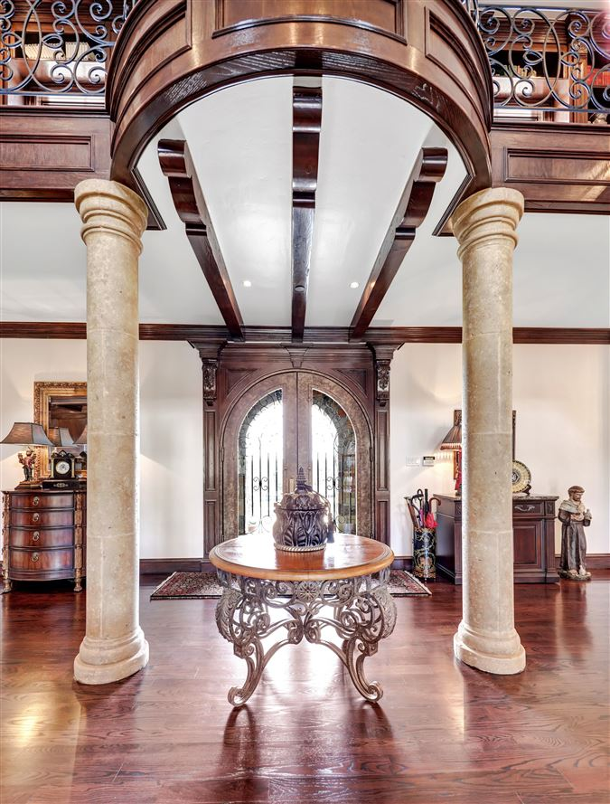 ONE OF A KIND ESTATE ON 10 ACRES luxury homes