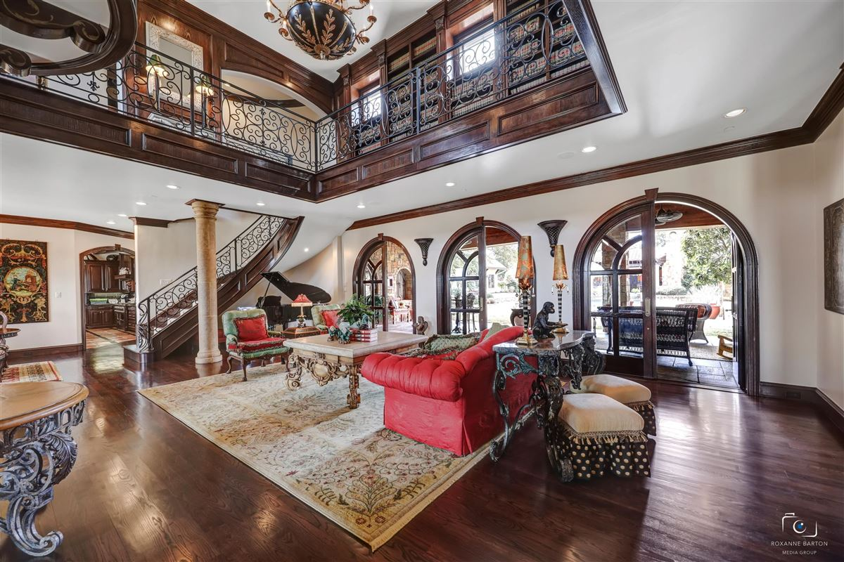 Luxury real estate ONE OF A KIND ESTATE ON 10 ACRES