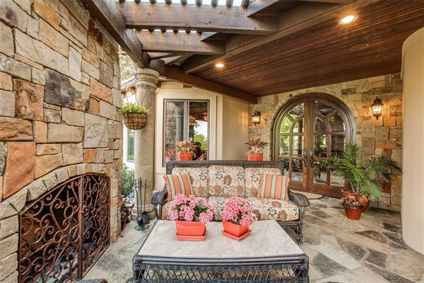 Luxury homes ONE OF A KIND ESTATE ON 10 ACRES