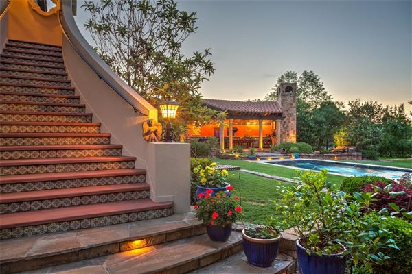 Luxury properties ONE OF A KIND ESTATE ON 10 ACRES