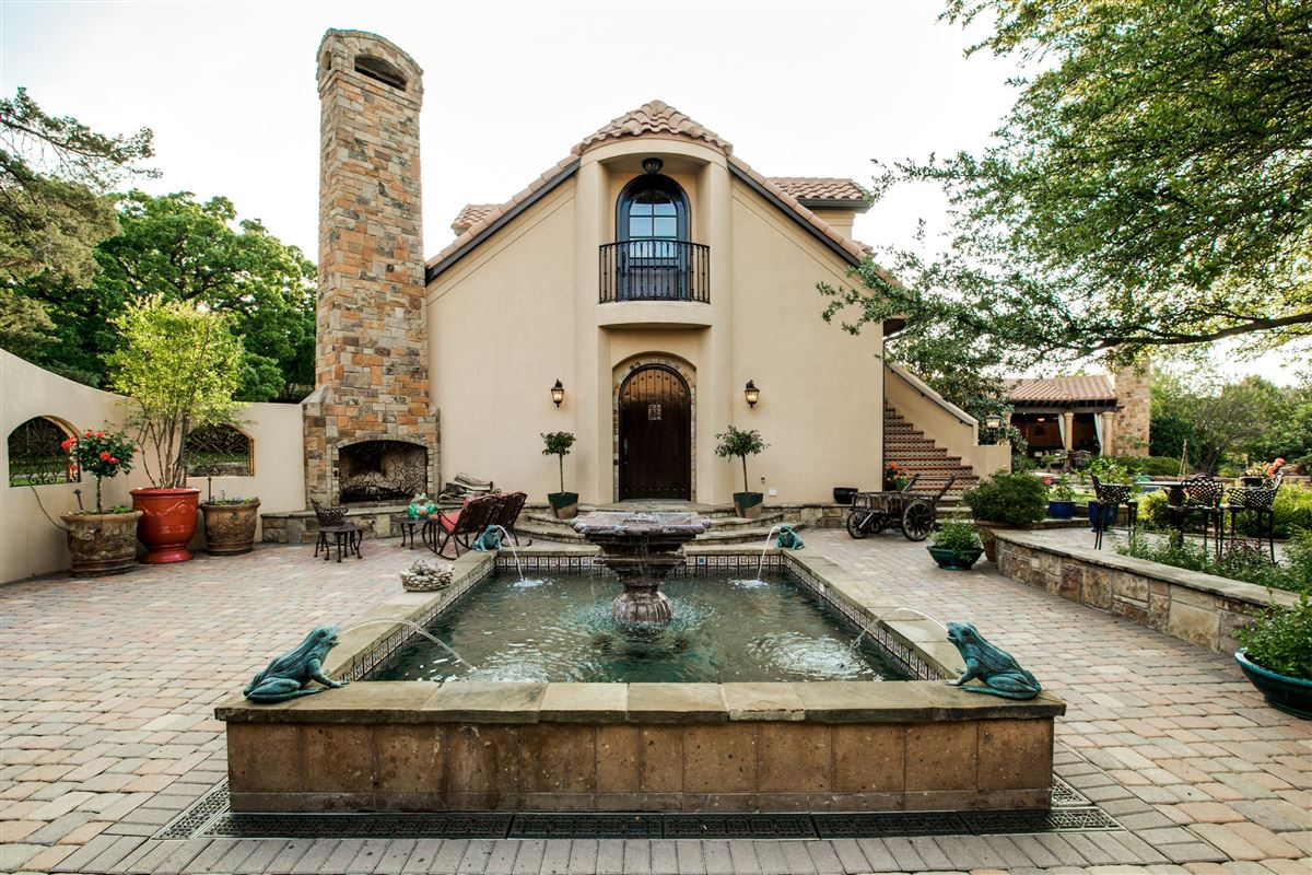 ONE OF A KIND ESTATE ON 10 ACRES luxury properties