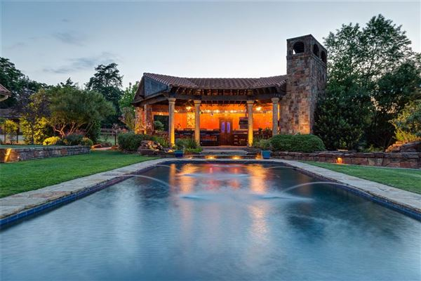Mansions ONE OF A KIND ESTATE ON 10 ACRES