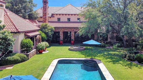 ONE OF A KIND ESTATE ON 10 ACRES mansions