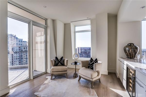 Luxury properties penthouse in the luxury Vendome high-rise