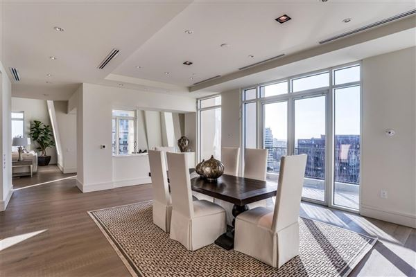 Luxury homes in penthouse in the luxury Vendome high-rise