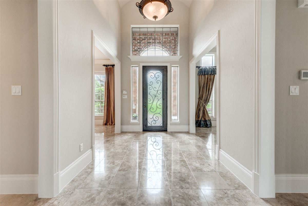 Well-maintained southlake home luxury homes