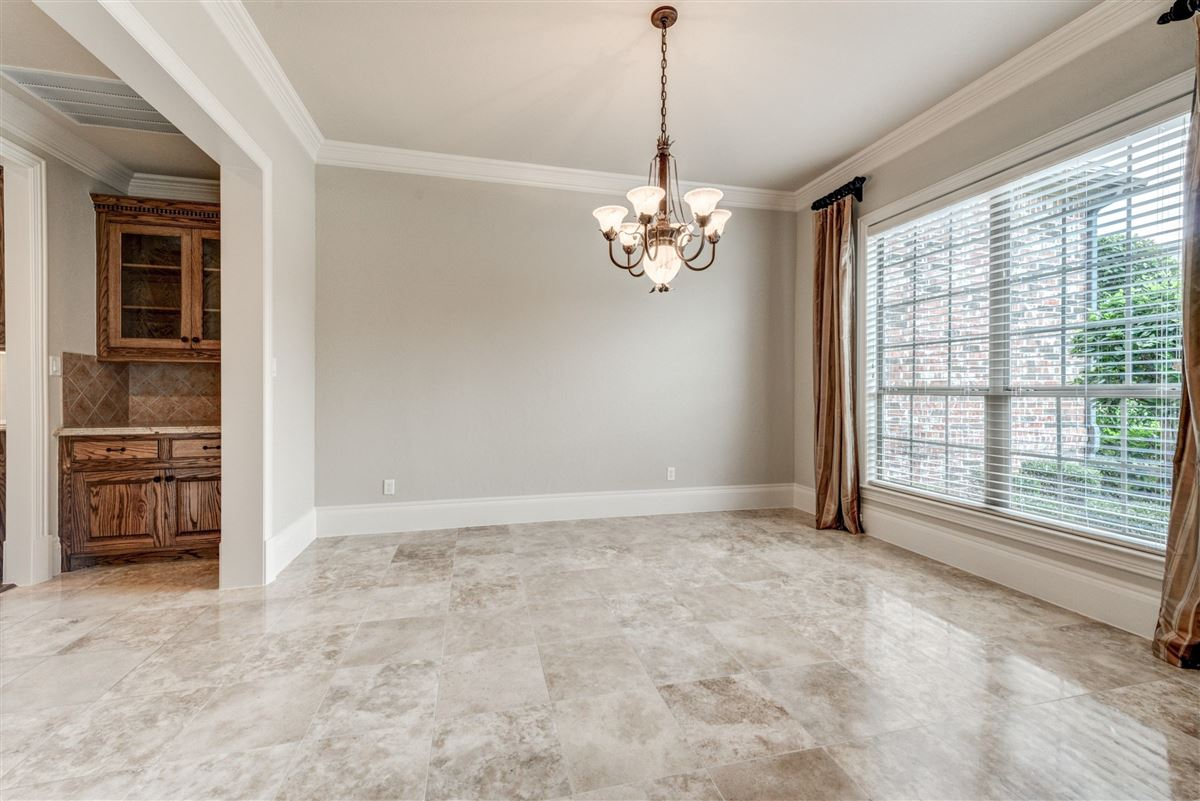 Luxury real estate Well-maintained southlake home