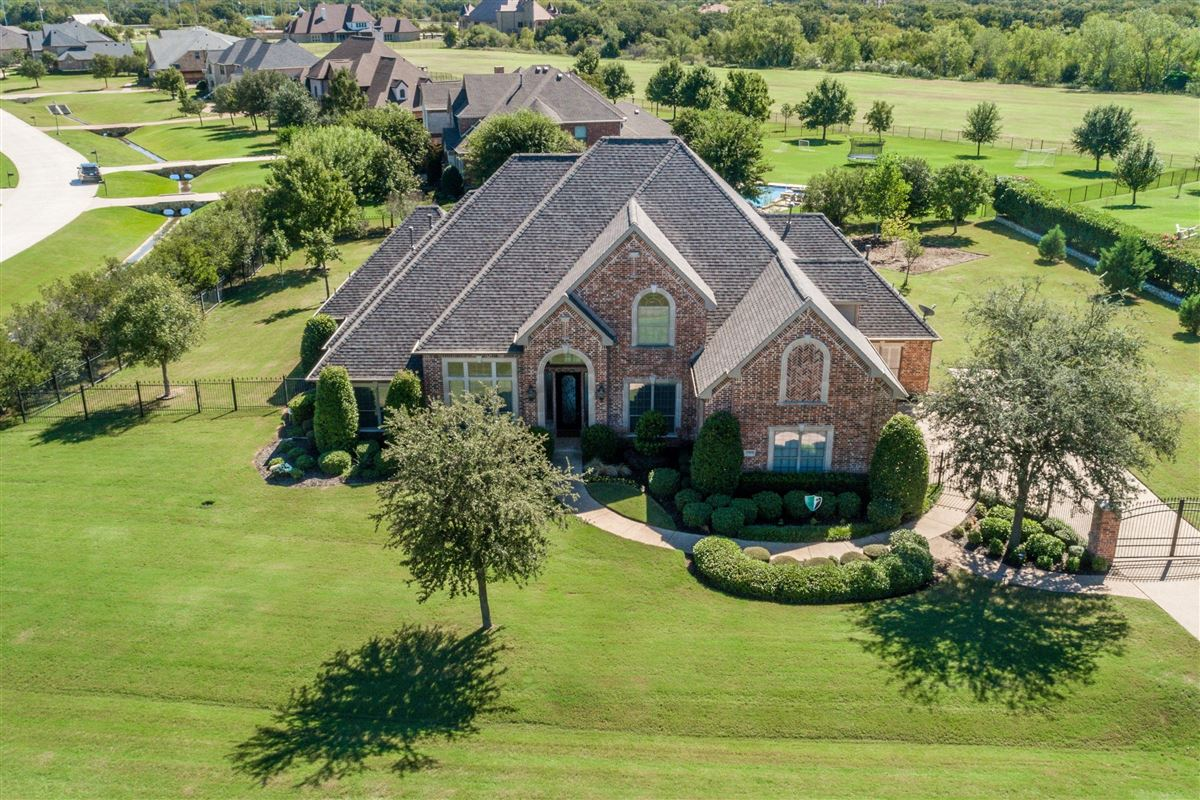 Mansions in Well-maintained southlake home