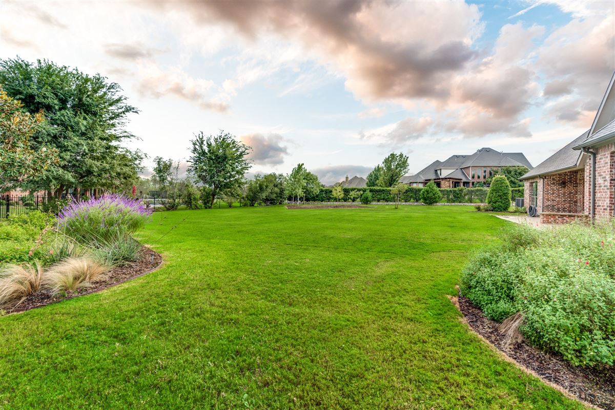 Luxury homes Well-maintained southlake home