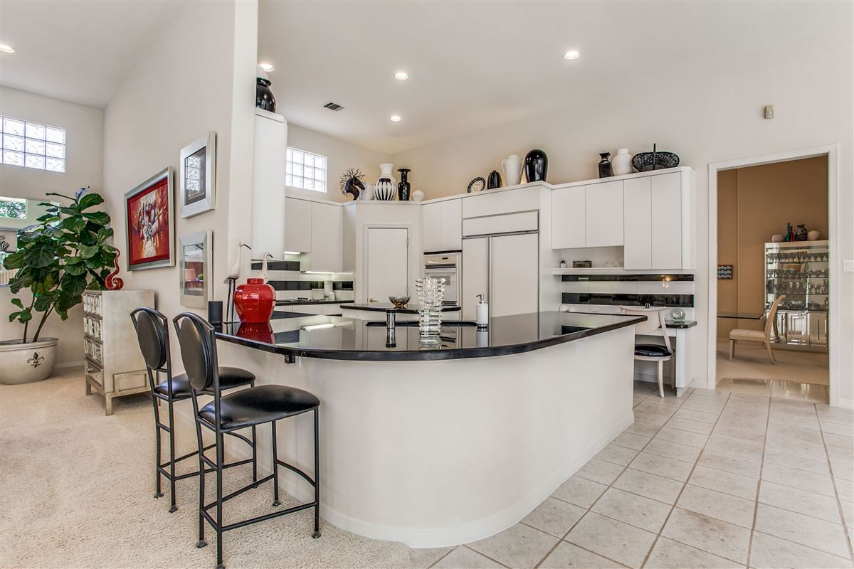 Beautiful contemporary home in guard gated Oakdale luxury properties