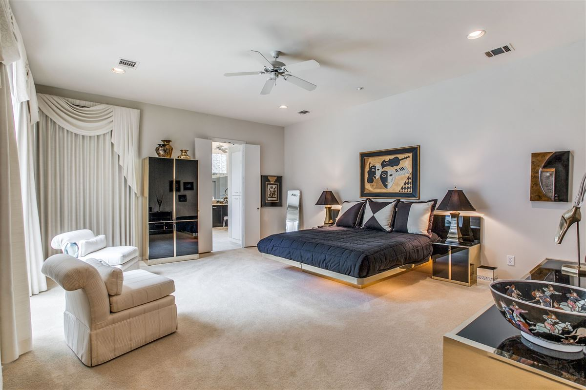 Luxury homes Beautiful contemporary home in guard gated Oakdale
