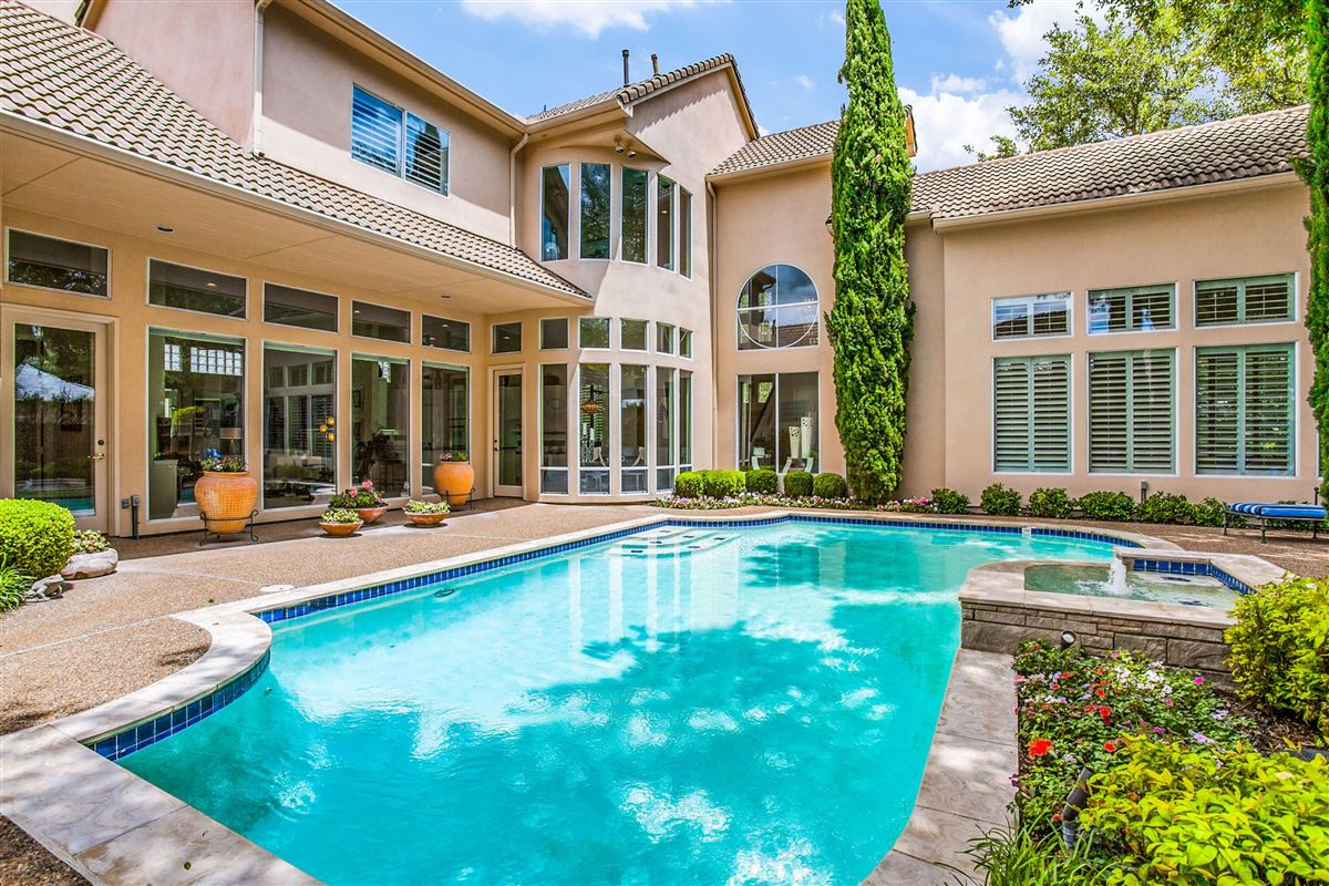 Beautiful contemporary home in guard gated Oakdale luxury homes