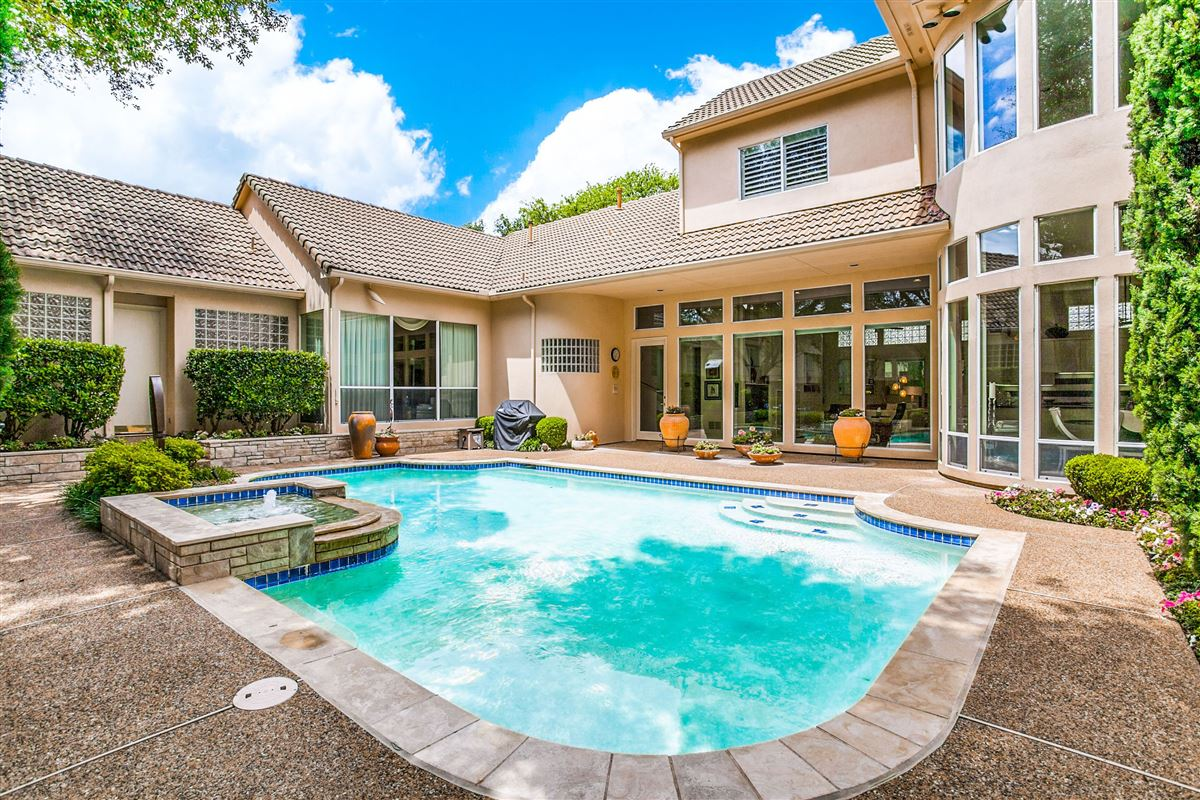 Luxury real estate Beautiful contemporary home in guard gated Oakdale