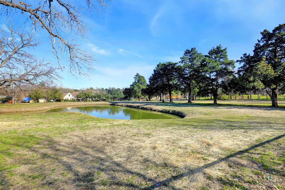 Rare Southlake estate on nearly six acres mansions