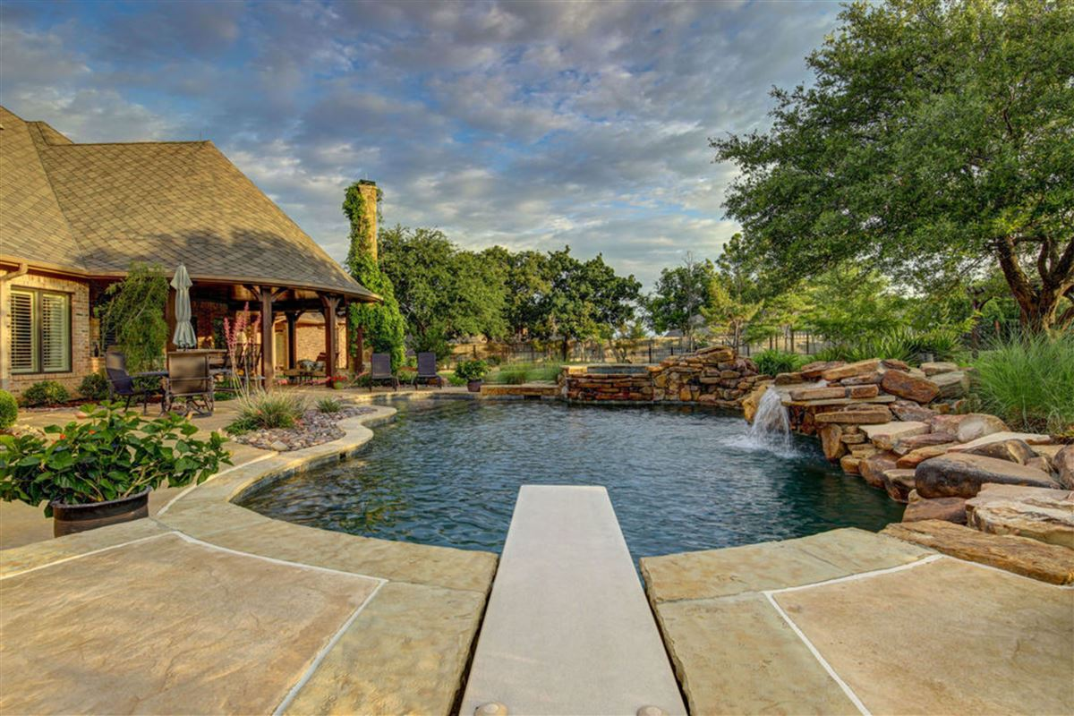 Sophisticated and luxurious estate luxury properties