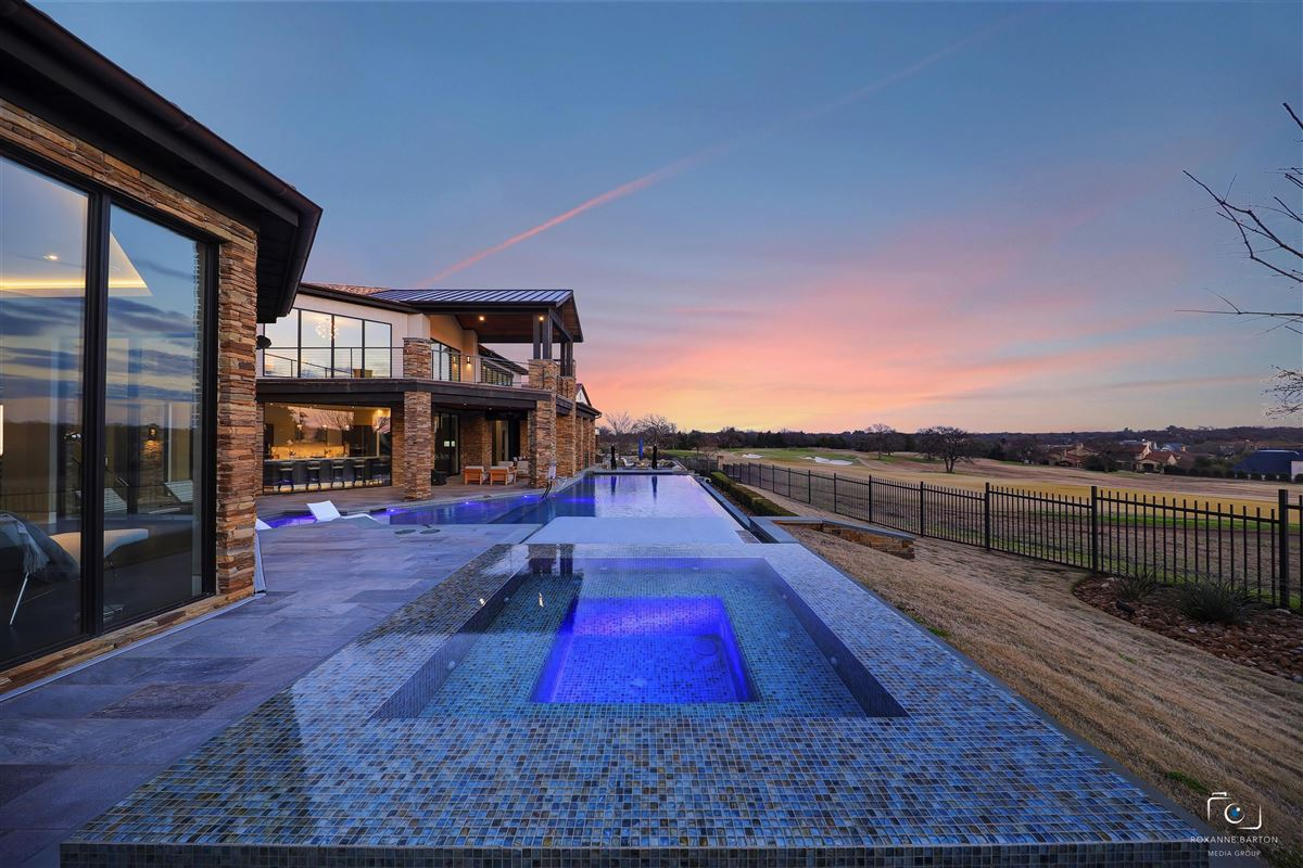 Luxury homes MODERN ESTATE overlooking  Vaquero golf course