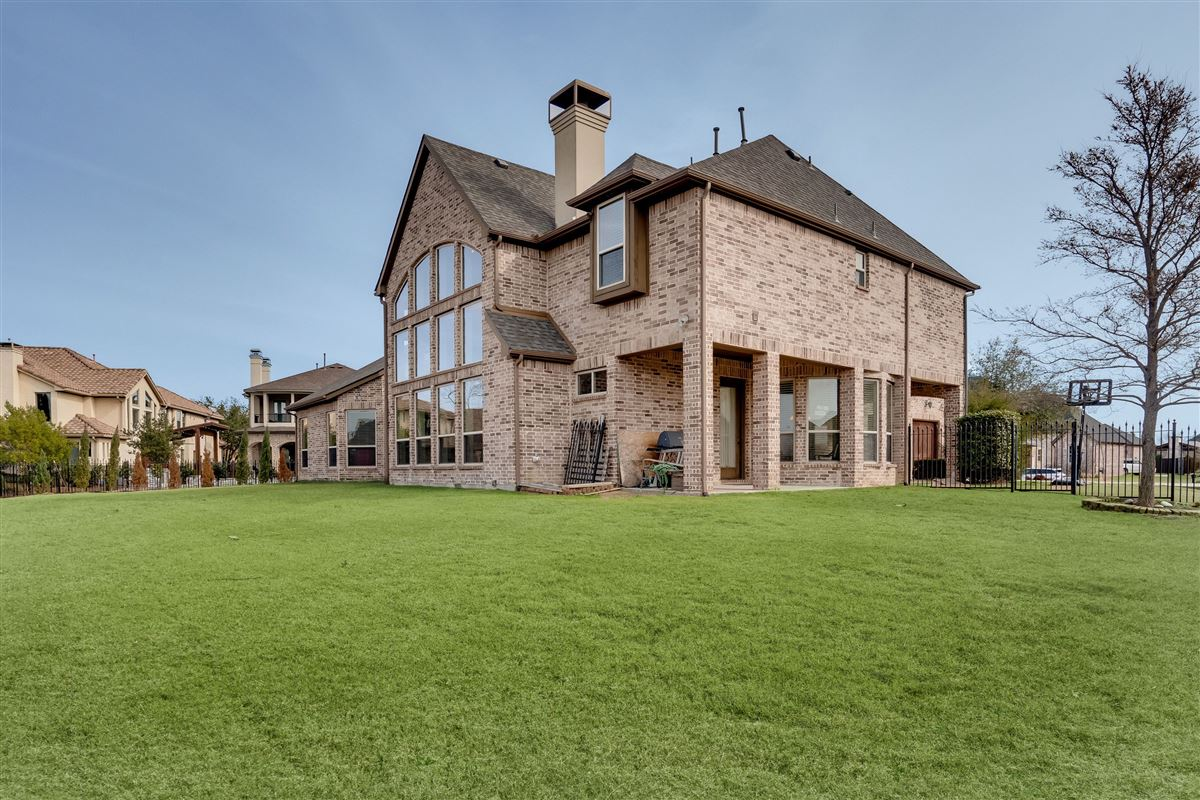 Luxury homes in beautiful home in The Shores at Waterstone