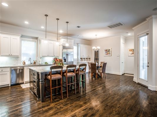 Luxury homes Impressive custom estate