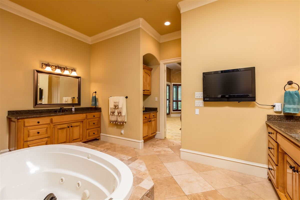 Luxury homes Live in Tuscan Style elegance