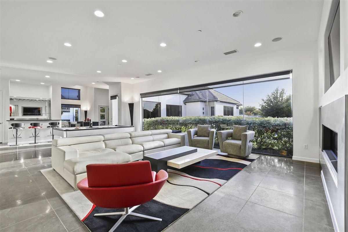 contemporary custom home in prestigious TExas Stonebriar mansions