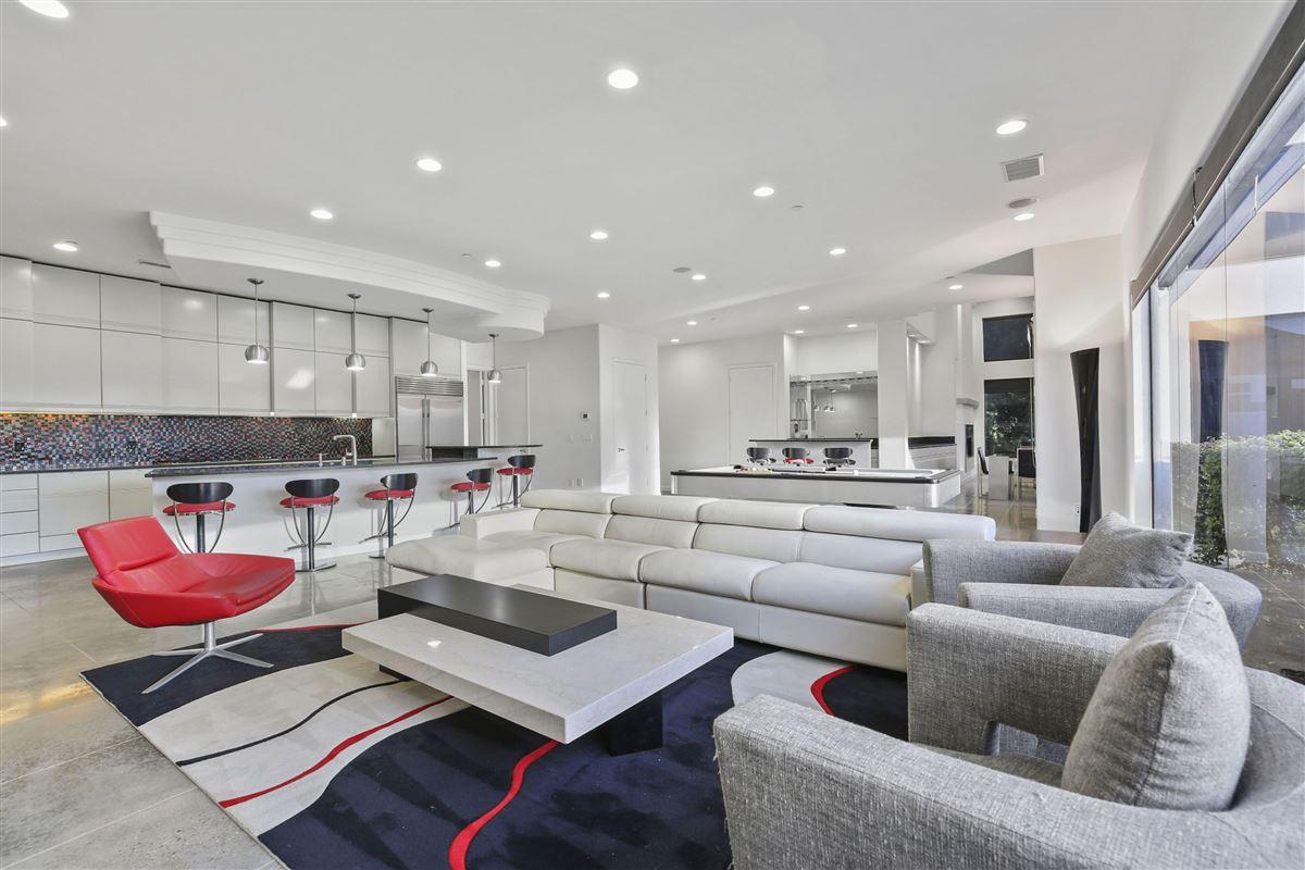 Luxury homes in contemporary custom home in prestigious TExas Stonebriar