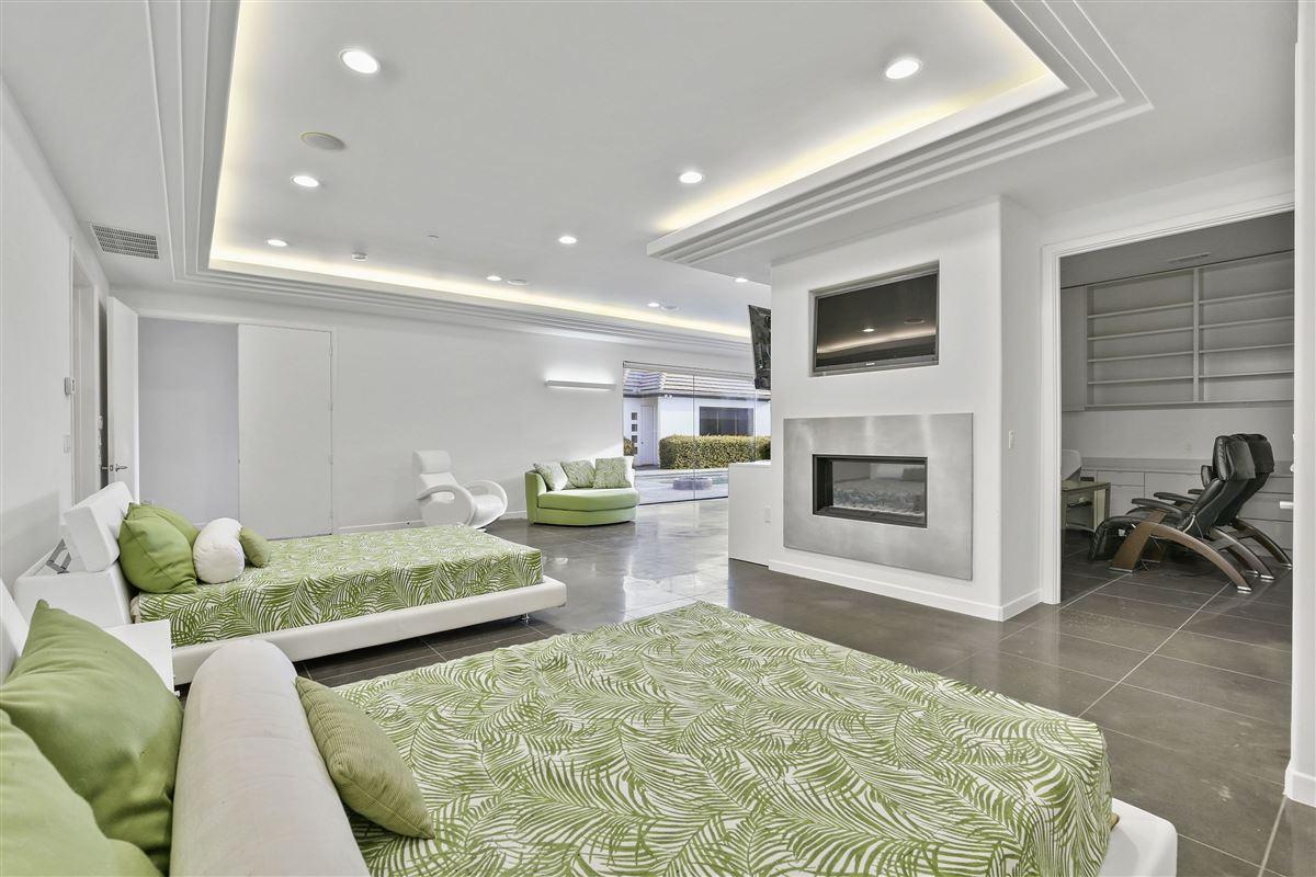 Luxury homes contemporary custom home in prestigious TExas Stonebriar