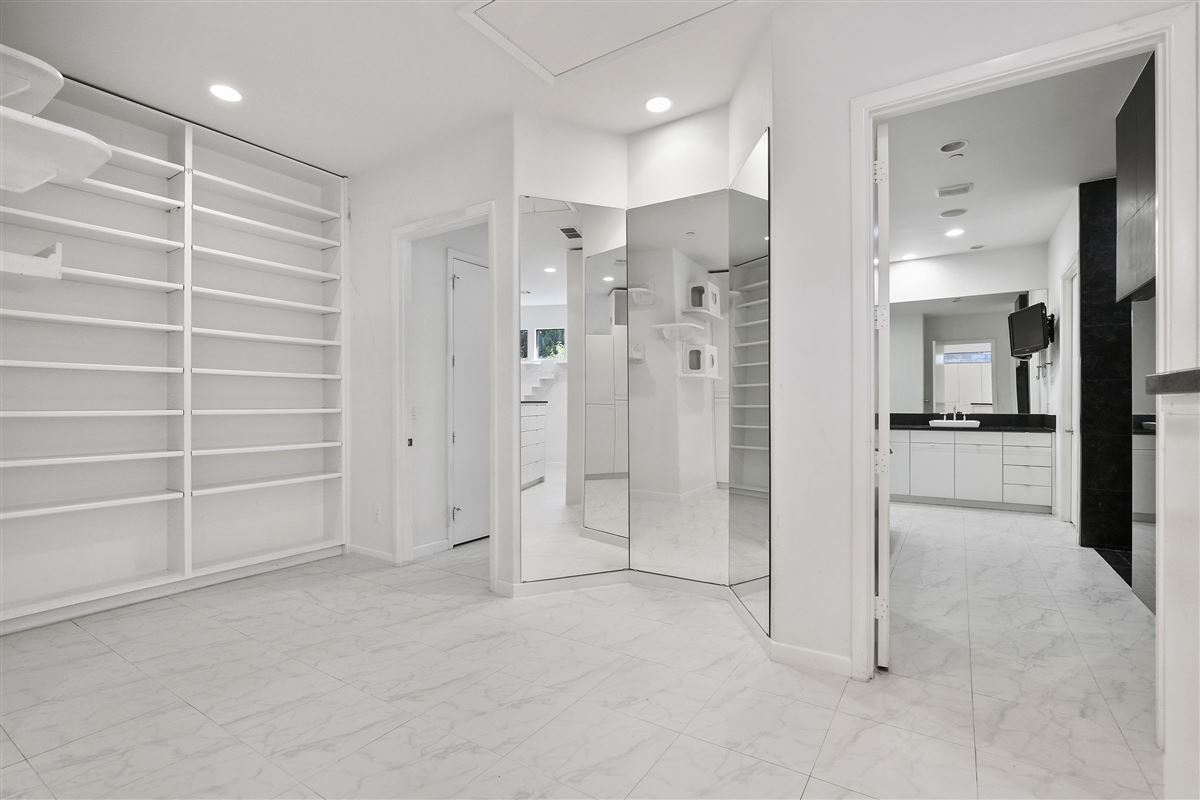Luxury properties contemporary custom home in prestigious TExas Stonebriar