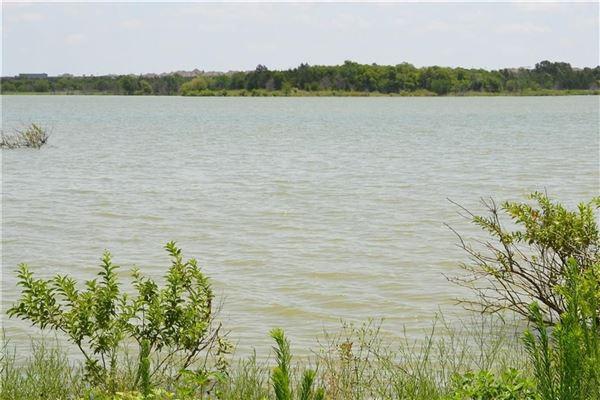 beautiful five-plus acre natural oasis luxury properties