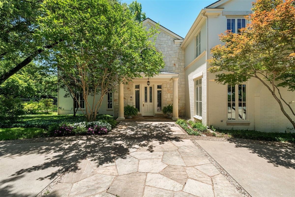 Luxury homes Timeless Elegance in Old Preston Hollow