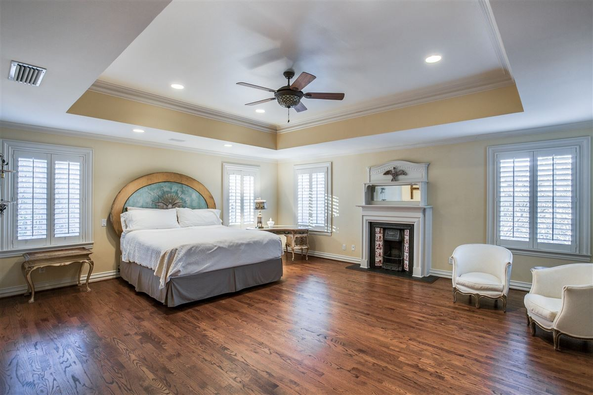 Timeless Elegance in Old Preston Hollow mansions