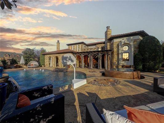 Luxury properties Stunning VAQUERO Golf course estate