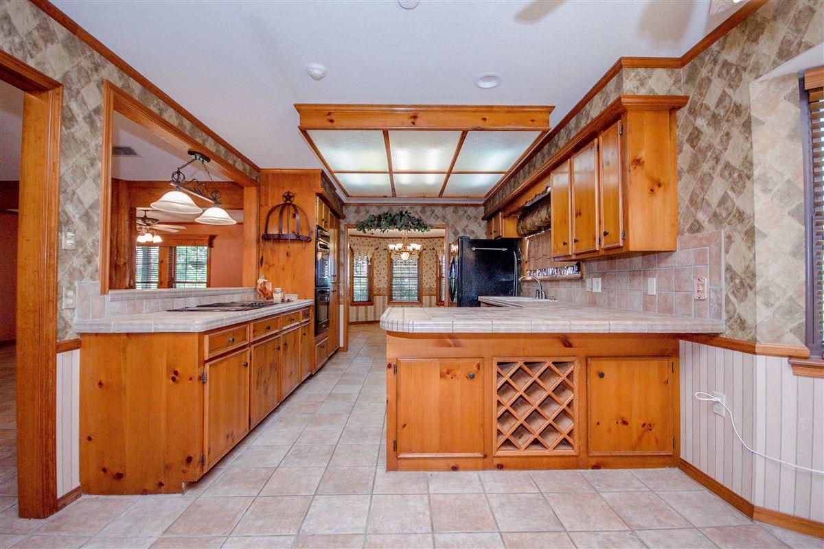 private 116-plus acre retreat mansions