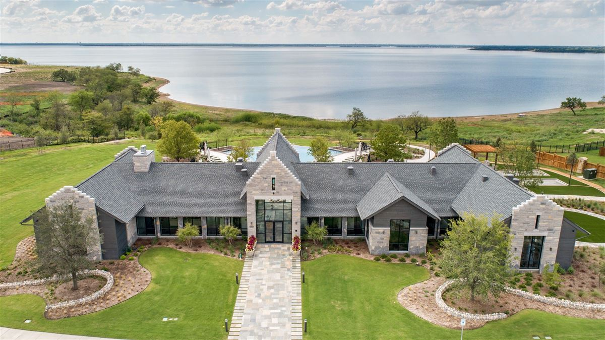 Mansions in brand new home on Lake Lewisville