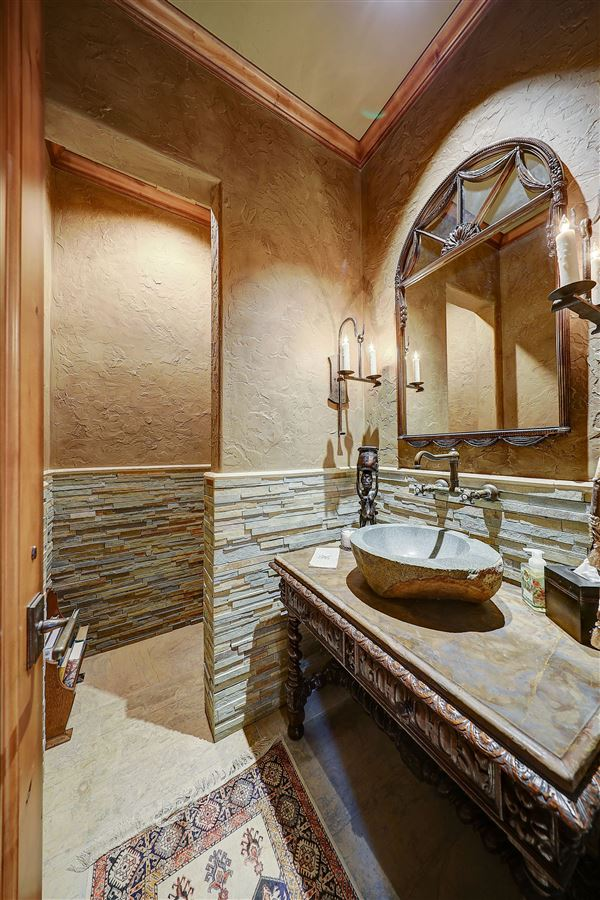 MAGNIFICENT estate in the heart of old Preston Hollow luxury real estate