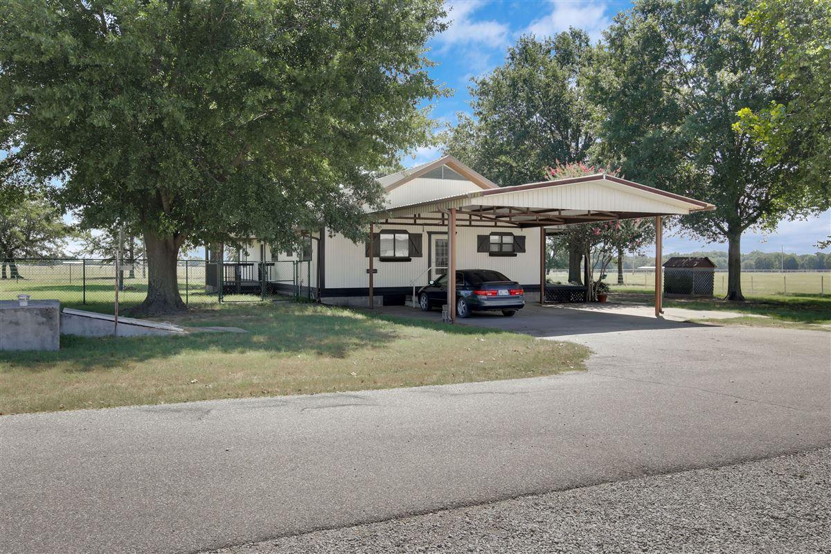 Triple U Quarter Horse Ranch mansions