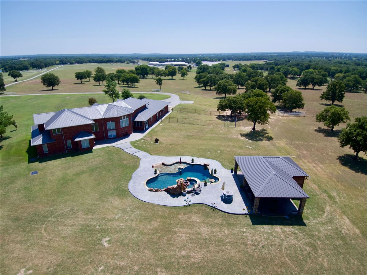 Triple U Quarter Horse Ranch luxury properties