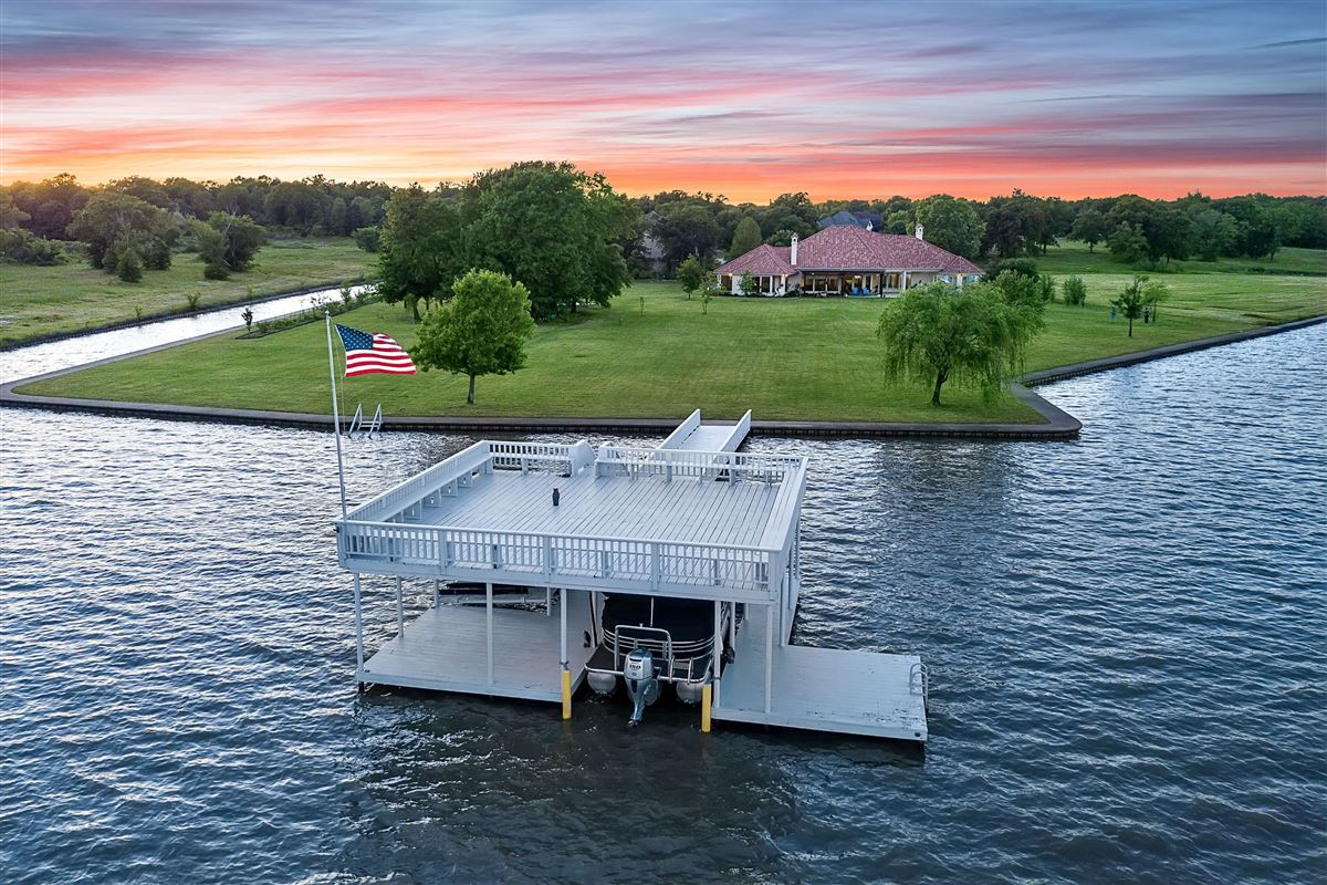 Enjoyable Lighthouse Landing On Cedar Creek Lake Texas Luxury Homes Complete Home Design Collection Barbaintelli Responsecom