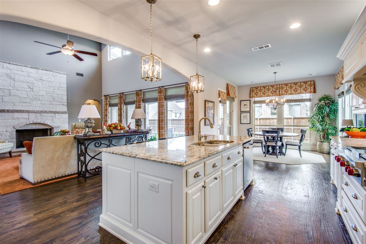 Mansions Gorgeous BelClaire loaded with Upgrades