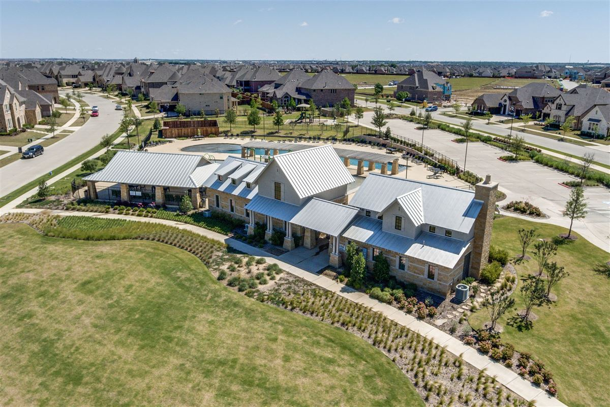 Luxury real estate Gorgeous BelClaire loaded with Upgrades