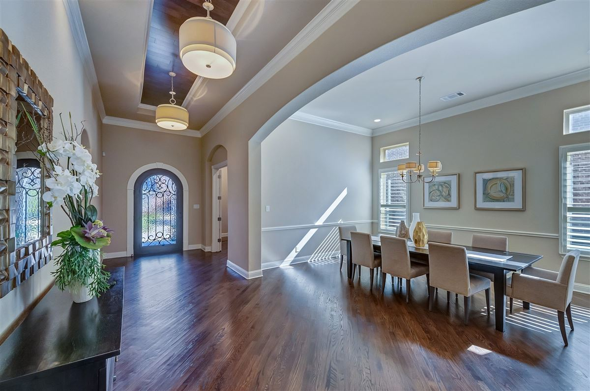 beautifully maintained five bedroom luxury real estate