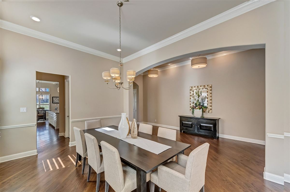 Mansions beautifully maintained five bedroom