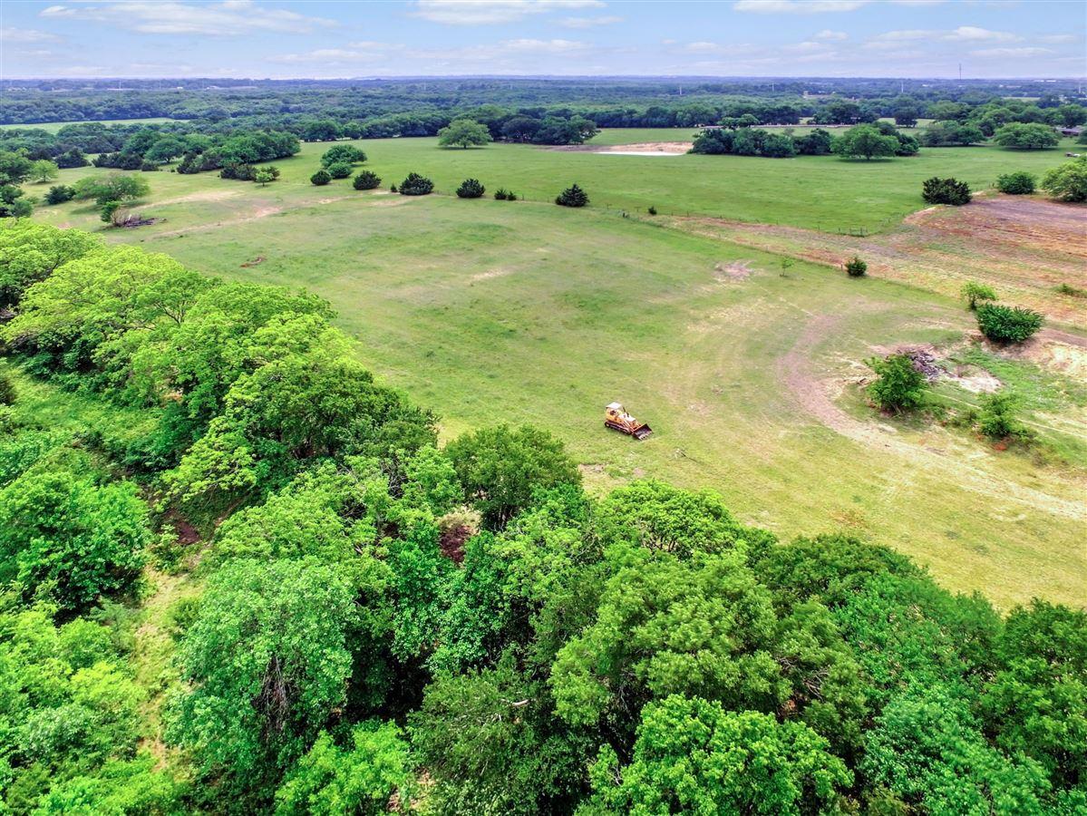 Prettiest land in NE Texas mansions