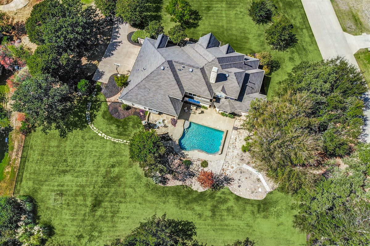 Luxury real estate Welcome home in desirable River Oaks