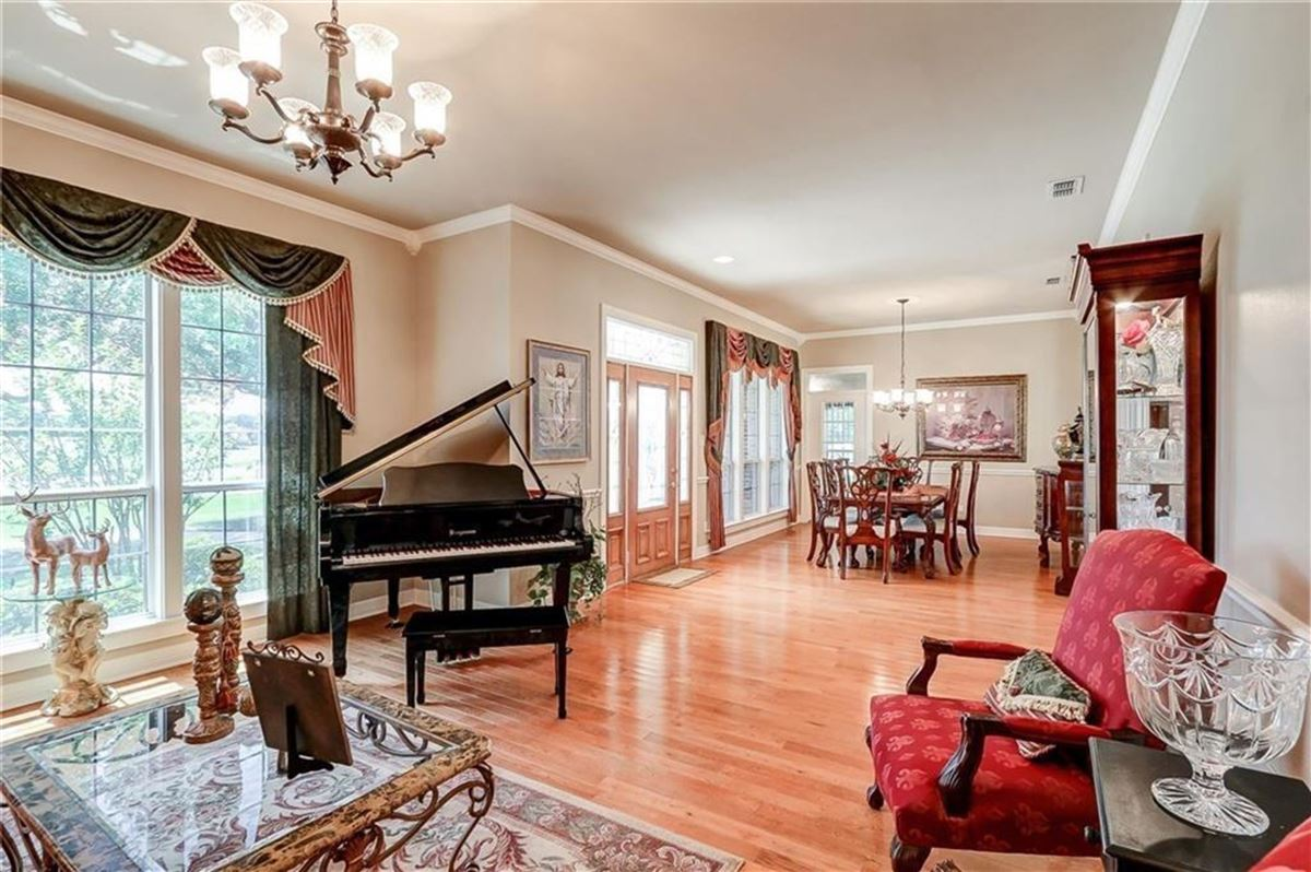 Gorgeous and lovingly cared for 50 acre ranch luxury real estate
