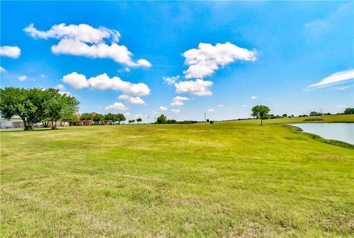 Gorgeous and lovingly cared for 50 acre ranch luxury homes