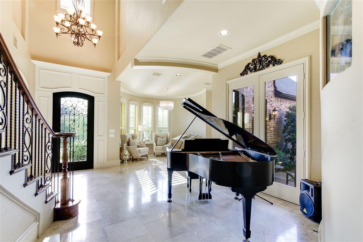 VACATION BACKYARD OASIS luxury homes