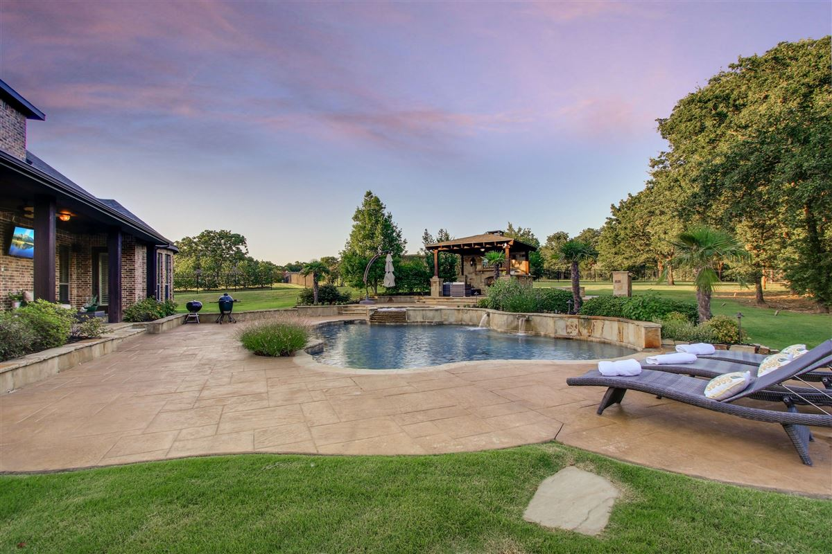 Mansions in VACATION BACKYARD OASIS